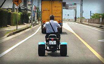 普通のバイクとは車幅が違うので注意